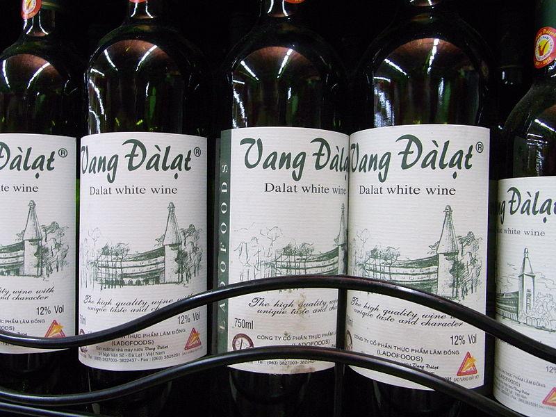 800px-Vietnam_Dalat_wine_(white)