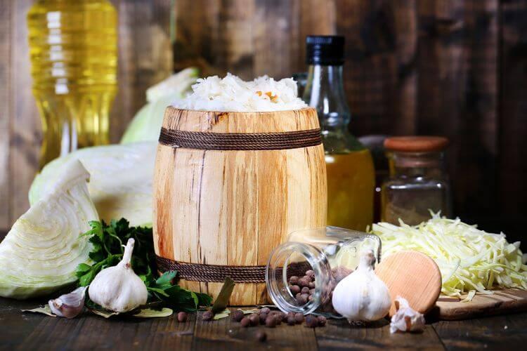 Классическая закуска под водку – квашеная капуста. Бабушкин рецепт